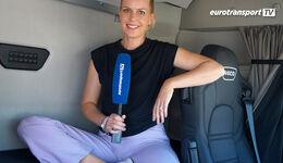 Alexandra von Lingen im Fahrerhaus der LNG-Version des IVECO Stralis