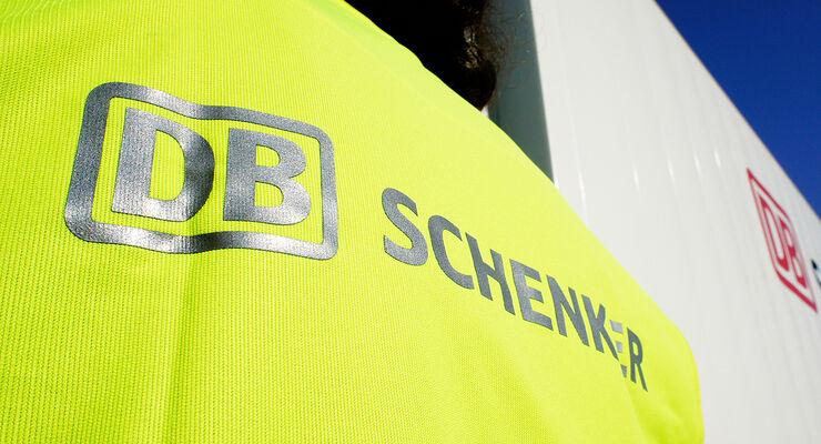 Arbeitsbekleidung eines DB Schenker Mitarbeiters