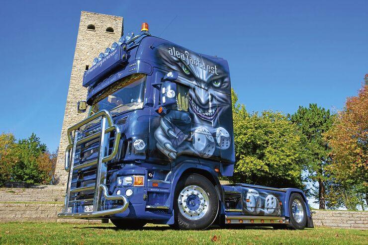 Aufmacher, Scania vor Turm