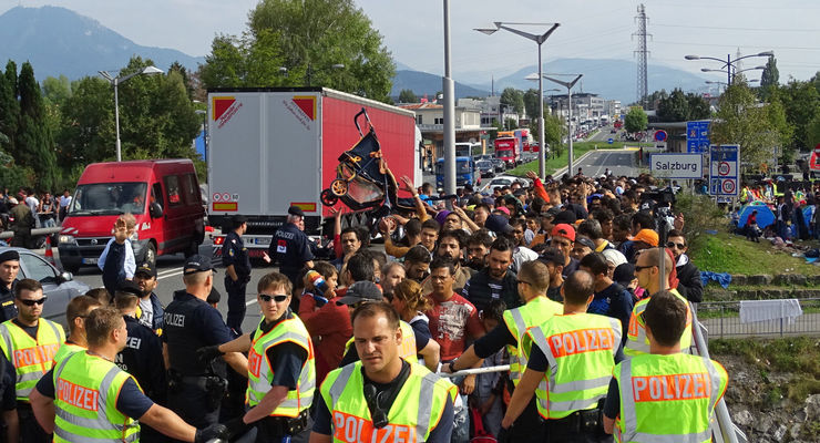 Austria: Refugees gather at border crossing in Salzburg