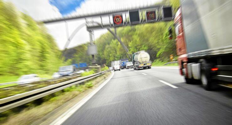 Autobahn, Lkw, Tempolimit, Verkehr,