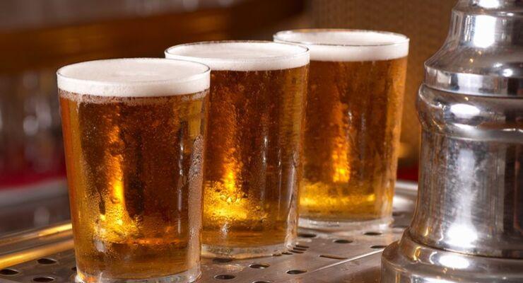 Biergläser, Bier, Theke, Zapfhahn