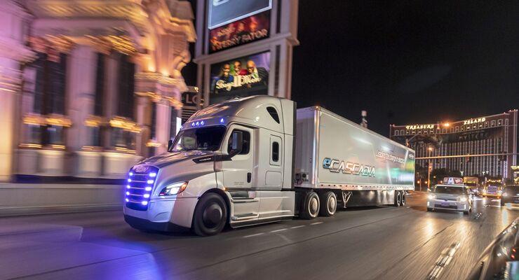 Daimler Trucks & Buses strebt komplett CO2-neutrale Neufahrzeugflotte bis 2039 in wichtigsten Regionen an  Daimler Trucks & Buses targets completely CO2-neutral fleet of new vehicles by 2039 in key regions