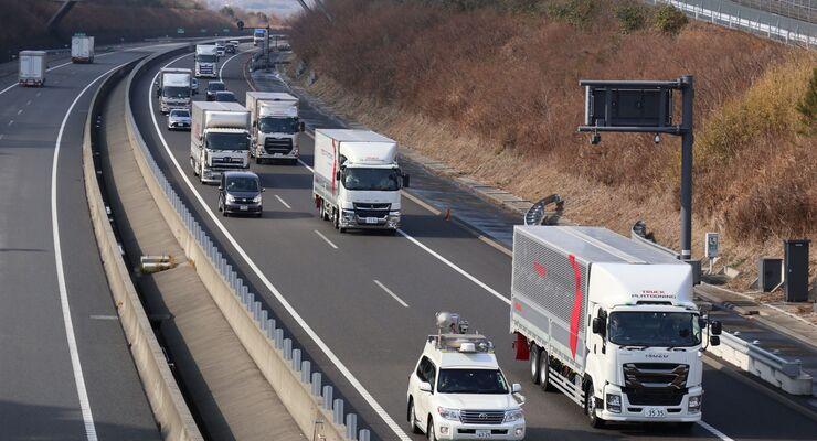 Daimler Trucks testet Platooning-Technologie für mehr Effizienz bei Lkws jetzt auch in Japan
