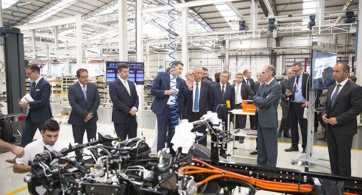 Daimler startet Produktion des FUSO eCanter in Europa – der weltweit erste vollelektrische Leicht-Lkw in Serie