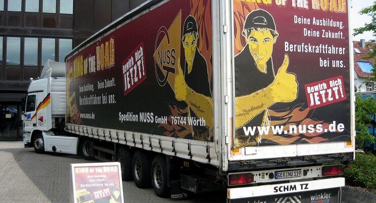 Der Fahrermangel fordert von der Transportbranche Initiative - doch nur der Mittelstand scheint sich zu rühren.