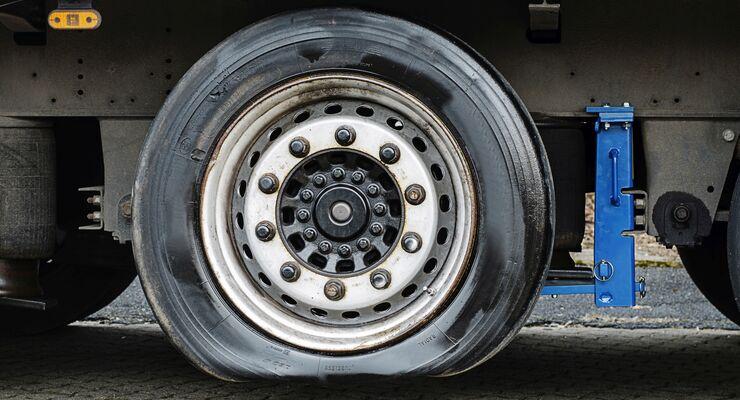 Der schleichende Verlust des Reifenluftdrucks kann zu teuren Ausfall- und Standzeiten führen.
