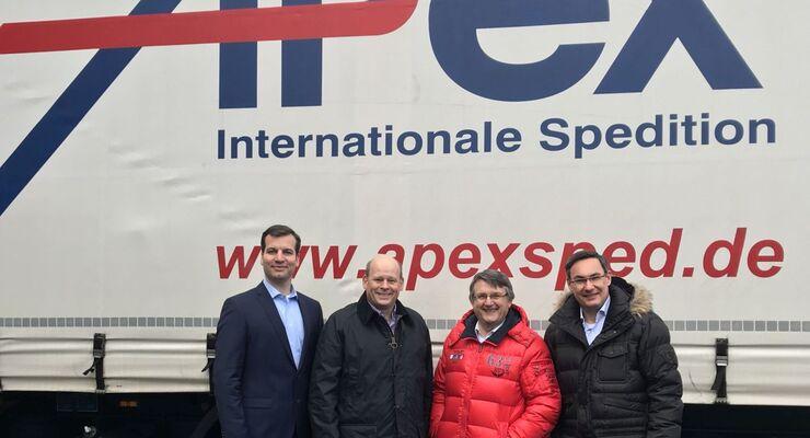 Die Heinz-Geschäftsführer Josef, Otto und Eduard Heinz (von links) gemeinsam mit dem bisherigen Apex-Inhaber Dierk Schulz (2. von rechts).