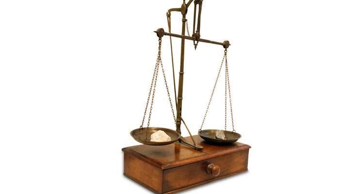Fahrer vor Gericht, Apothekerwaage Waage
