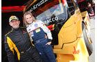 Fetziges Duett Rennfahrerin Eve Scheer fordet Egon Allgäuer und seinen Samba MAN heraus.
