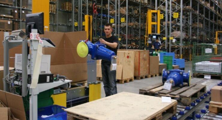 Firmen halten Logistikdienstleister an der kurzen Leine