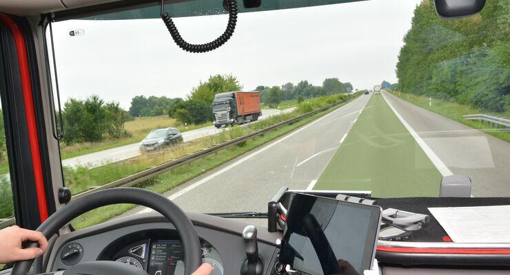 Grüne Vorfahrtspur, Fahrerhaus, Lkw, Autobahn