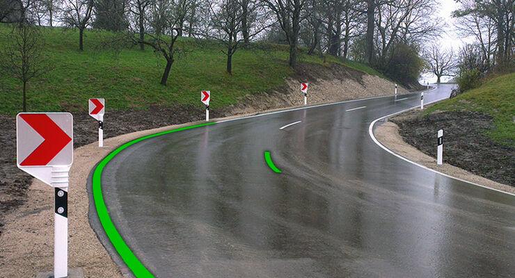 Kurve einer Landstraße mit Erkennungsmarken MAN EBA2 (2018)