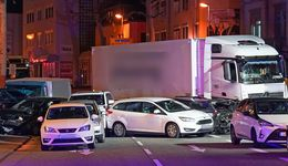 Lastwagen fährt auf Fahrzeuge auf - Ein Schwerverletzter
