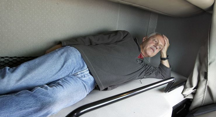 Lkw-Fahrer im Bett