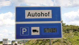 Lkw Parkplatz Anzeige Stellplatz Anzeigetafel an der A6 bei Bad Rappenau 24-Stunden-Autohof