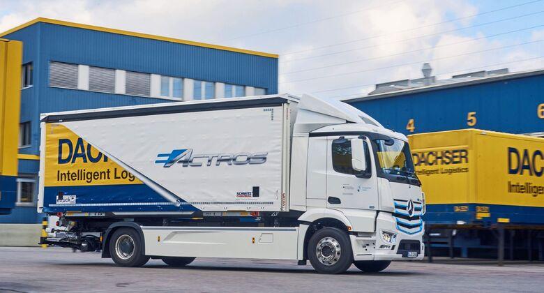 Mai 2019: Übergabe Mercedes-Benz eActros an Dachser  May 2019: Handover Mercedes-Benz eActros to Dachser