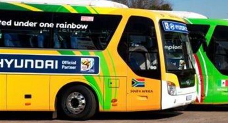Mannschaftsbusse fahren mit Continental