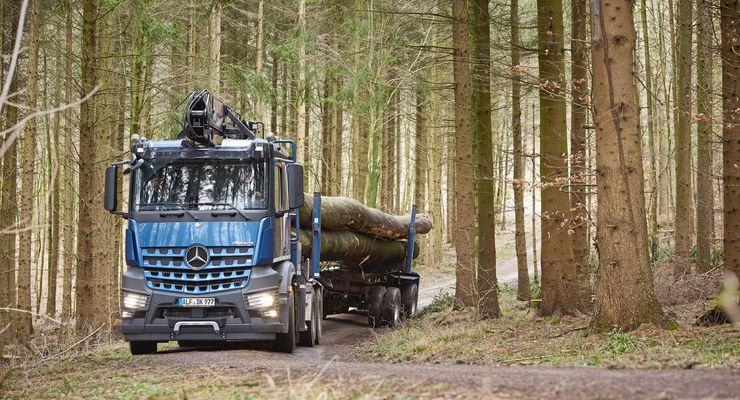 Mercedes-Benz Arocs 2658 L 6×4 im Langholztransport bei Holz-Krause  Mercedes-Benz Arocs 2658 L 6×4 as log transporter at Holz-Krause