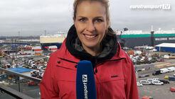 Moderatorin Alexandra von Lingen vor dem BLG Terminal in Bremerhaven