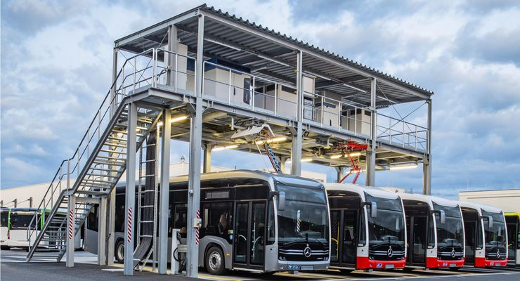 Neue zentrale Stromtankstelle im Omnibuswerk Mannheim für Mercedes-Benz eCitaro mit vollelektrischem Antrieb, Anschlussleistung: 1,2 Megawatt, 4 Stellplätze für Steckerladung, Pantograf und Ladeschiene // New central electric charging station for the Mercedes-Benz eCitaro with all-electric drive at the Mannheim bus works, Connection power of 1.2 megawatts, four parking bays for charging via cable, pantograph and charging rail.