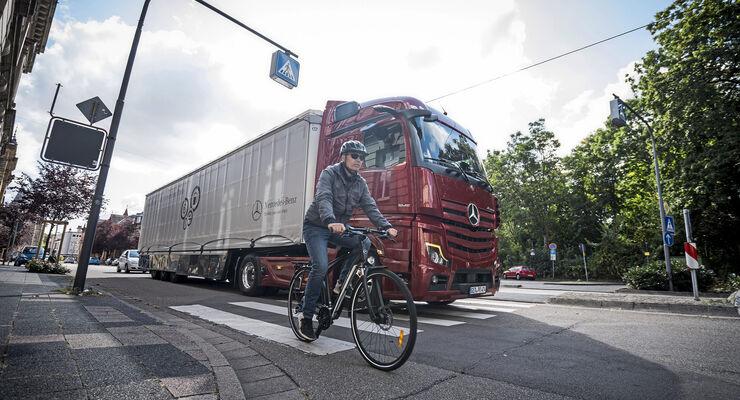 Neuer Mercedes-Benz Actros mit MirrorCam   New Mercedes-Benz Actros with MirrorCam
