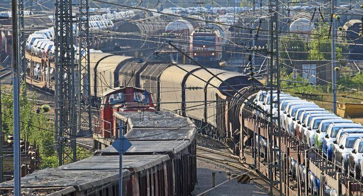 Reger Verkehr aus ein- und ausfahrenden Zügen im Nürnberger Rbf