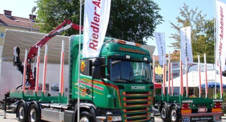 Riedler zeigt Hänger für den Holztransport