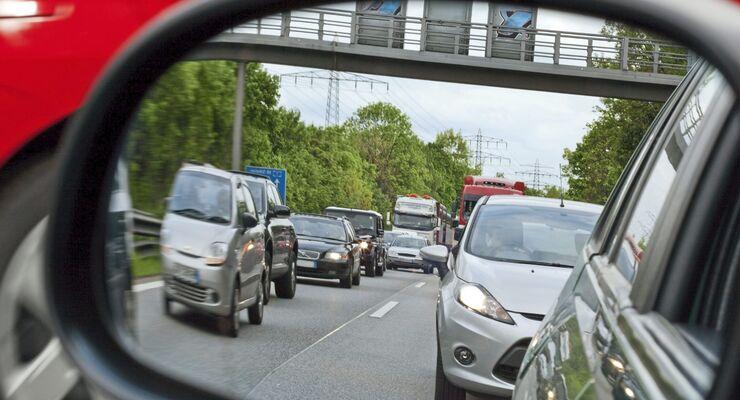 Rush Hour - Stau gesehen im Seitenspiegel 02