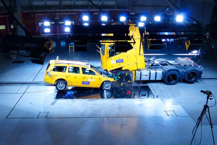 Sicherheitstechnik, Crash-Test, Volvo, Lkw, Pkw