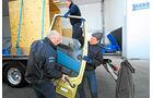 Spagat zwischen zwei Lkw, Original Türen, Michael Rossell, Jens Karlsson