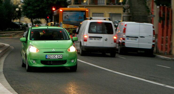 Stadtverkehr, Mitsubishi, Transporter, Straßenverkehr