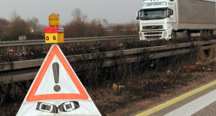 Tödlicher Lkw-Unfall legt A3 lahm