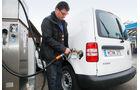VW Caddy 1.6 Bifuel, Tankstelle