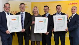 Von links nach rechts: Thomas Vogel (COO DHL Freight), Dr. Rolf Krökel (Managing Director, Dekra), Annika Scharbert (Head of Quality Management, DHL Freight), Sabahudin Dzino (Key Account, Dekra), Daniel Schümmer (Head of Certification Management, DHL Freight), Frank Barenscheer (Head of Sales, Dekra)