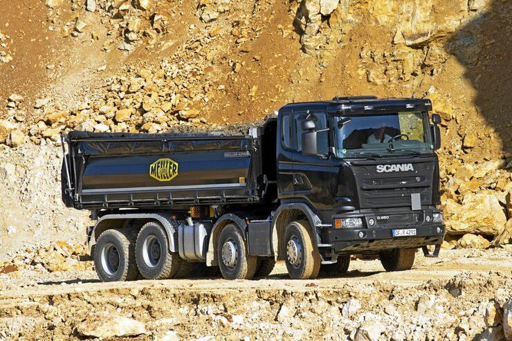 Zwei Scania G450 Kipper