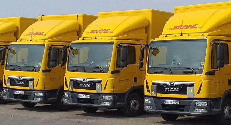 Zwölftonner von DHL Freight mit Solardach von Trailar.